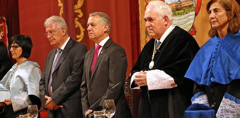 La secretaria general Eider Landaberea, el Presidente del Consejo de Gobierno Javier López Ariztegui, el lehendakari Iñaki Urkullu, el rector José María Guibert y la consejera Cristina Uriarte.