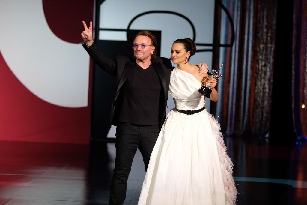 Bono y Penélope Cruz en el Kursaal. Fotos: Santiago Farizano
