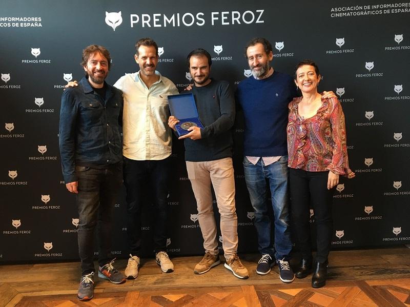 El equipo de 'La trinchera infinita' recibe el Premio Feroz.