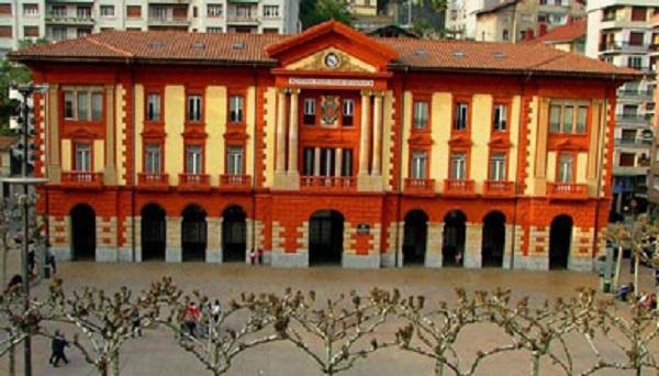 Plaza Untzaga de Eibar, sede del Ayuntamiento, donde aconteció el caso. Foto: turismo.euskadi.eus.