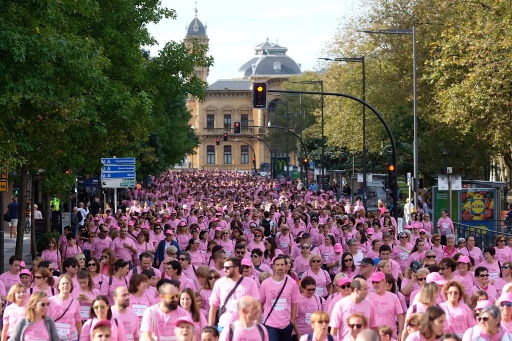 Donostia, contra el cáncer de mama, esta mañana. Fotos: Santiago Farizano