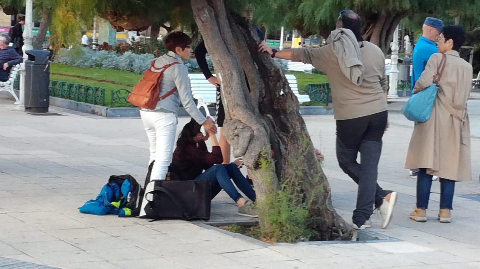 Una patinadora sufre un accidente con un tamariz en Alderdi Eder. Foto: JME