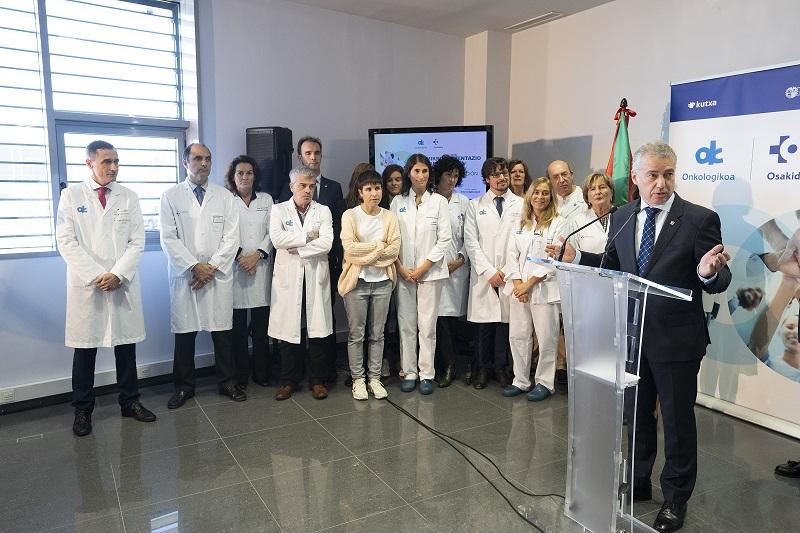 Reunión del Lehendakari con responsables del programa que forma a las enfermeras que van a realizar la micropigmentación a mujeres mastectomizadas