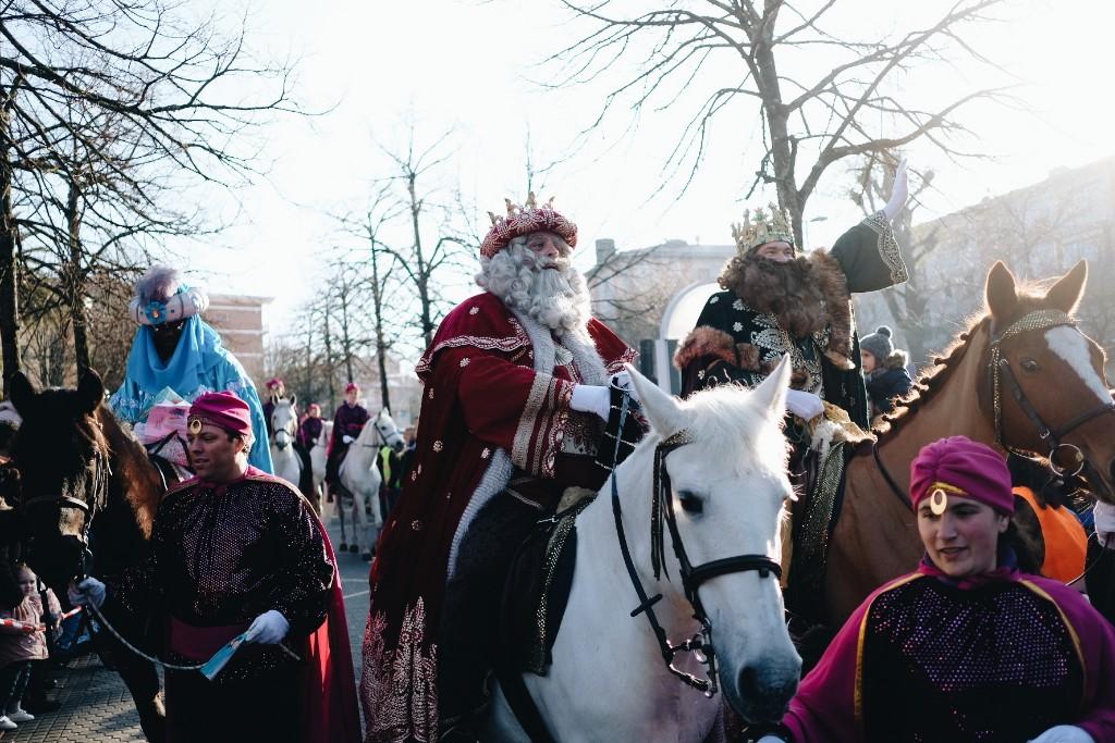 A la llegada de Sus Majestades los Reyes Magos en Altza. Fotos: Santiago Farizano