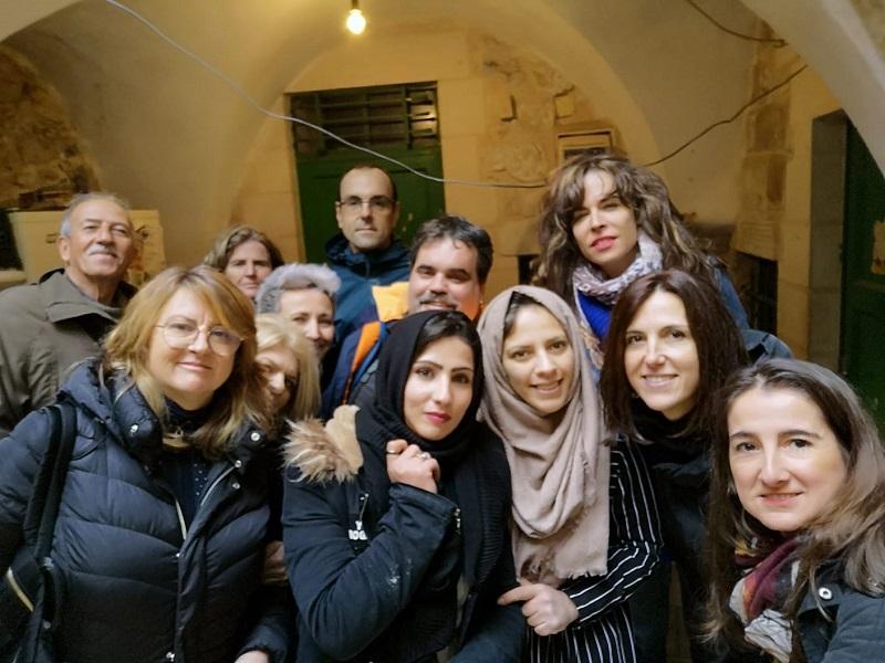 Delegación donostiarra en Palestina junto a miembros de asociaciones locales. Foto: Ayto.