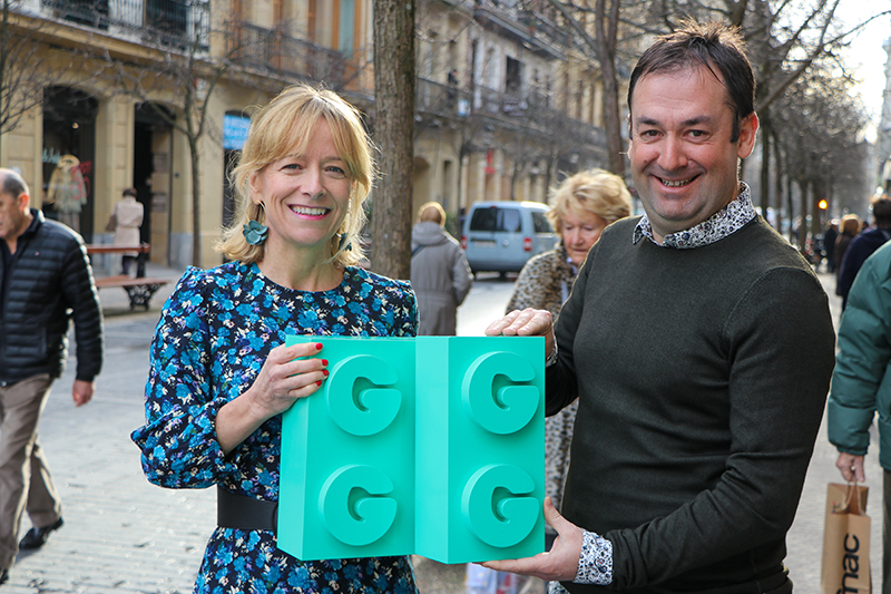 Eider Mendoza, diputada foral, y Joseba Muxika, director foral de Participación Ciudadana. Foto: Diputación Foral de Guipúzcoa.