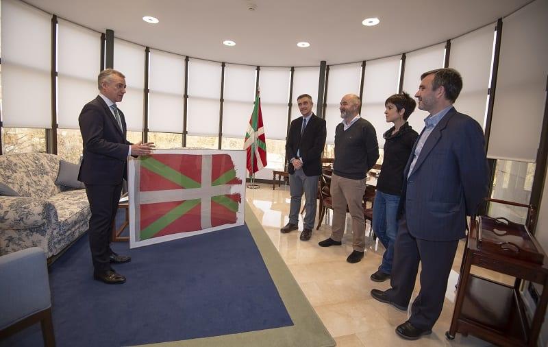 Urkullu con los representantes de SMH. Foto: SMH