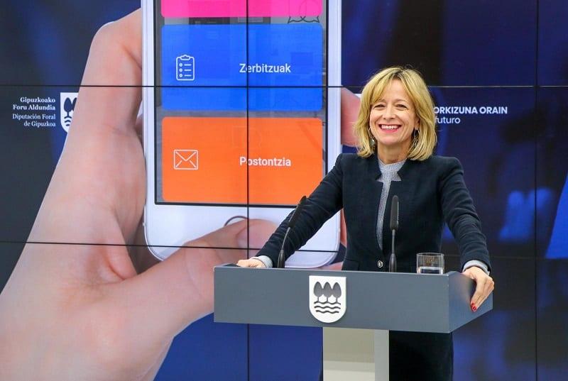 Eider Mendoza presenta la nueva app. Foto: Diputación