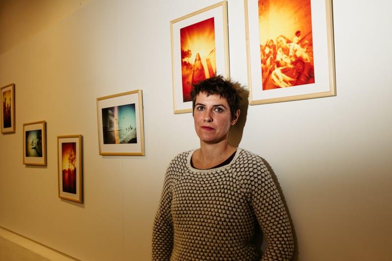 Nagore Legarreta con sus 'Imágenes de fuego'. Fotos: Santiago Farizano