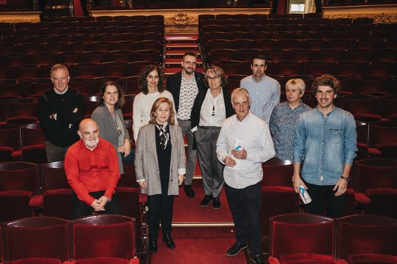 El concejal Jon Insausti, el director gerente de DK Jaime Otamendi y todo el equipo de Donostia Kultura. Foto: Santiago Farizano