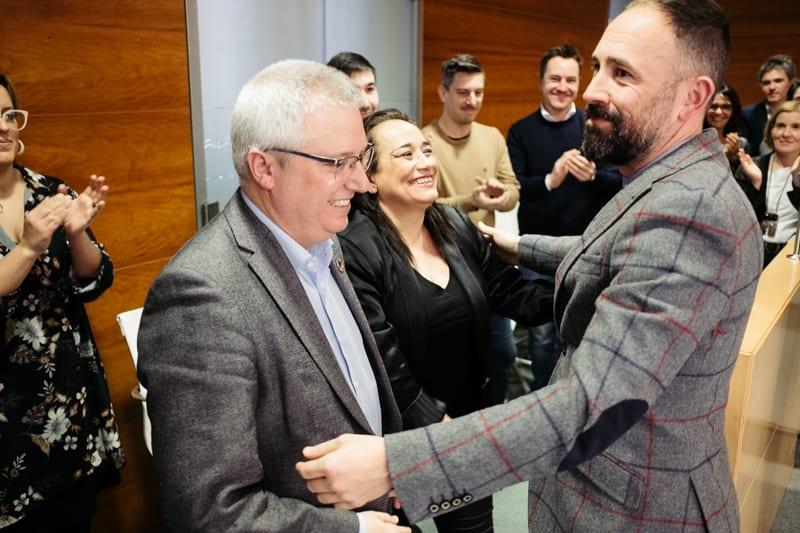 Denis Itxaso es saludado por José Ignacio Asensio en su despedida. Fotos: Santiago Farizano