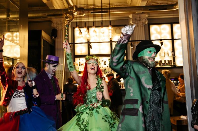 Irrupción del Carnaval en Donostia. Foto: Santiago Farizano
