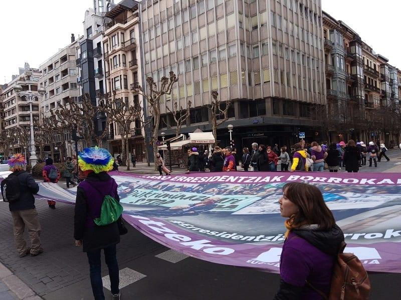 Manifestación de las empleadas de las residencias hoy en Donostia. Foto: A.E.