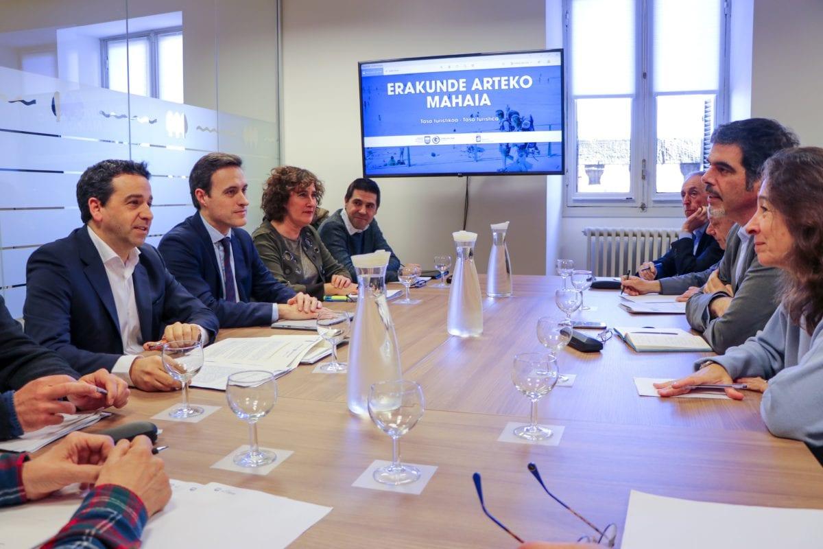 Reunión de Diputación y Ayuntamiento para la implantación de la tasa turística.