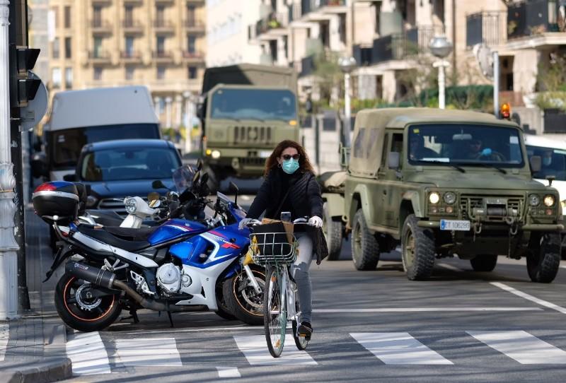El Ejército se ha encargado en Donostia de la limpieza de la Estación del Norte. Foto: Santiago Farizano