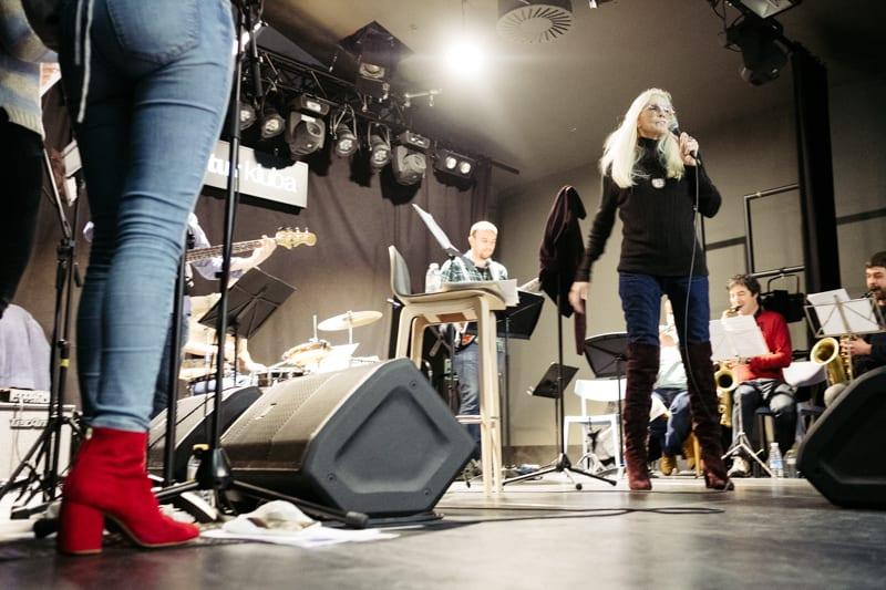 Chris Clark ensayó ayer en Kutxa Kultur Kluba pero no podrá cantar hoy en Gazteszena. Foto: Santiago Farizano