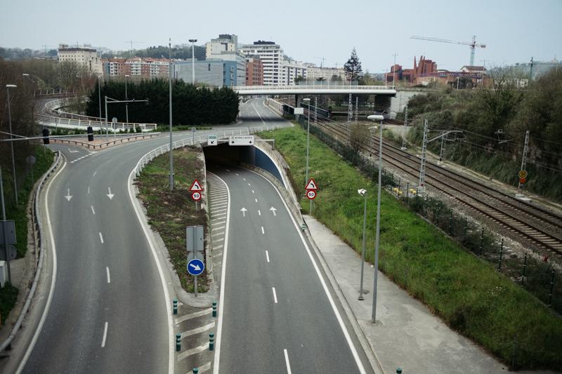 Carreteras vacías en Donostia durante el confinamiento. Foto: Santiago Farizano