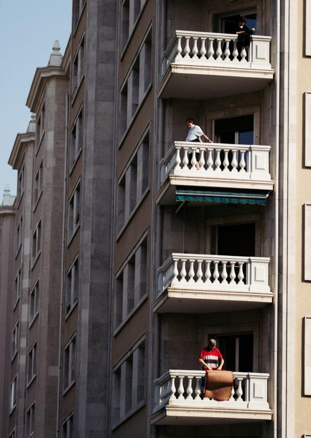 Domingo al mediodía durante el Estado de Alarma en la Avenida Sancho el Sabio. Foto: Santiago Farizano