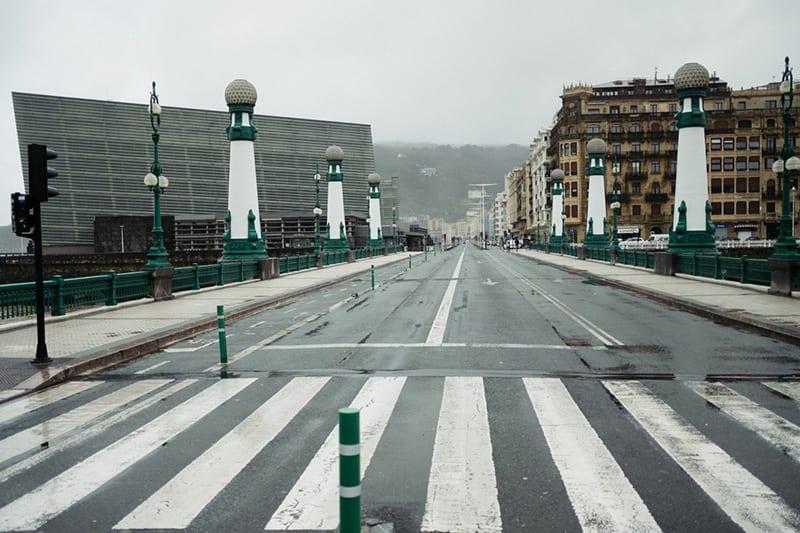 Puente del Kursaal a las 12.30 horas del lunes 16. Primer jornada laboral en Estado de Alarma. Foto: Santiago Farizano