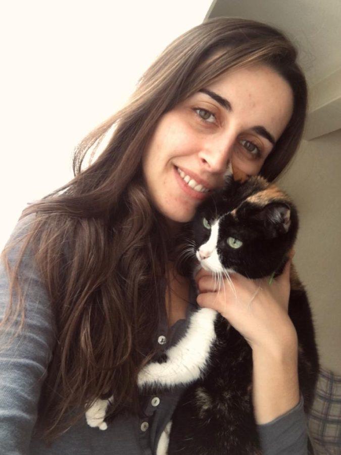 Vanessa con su gata Lusi. Foto: DonostiTik