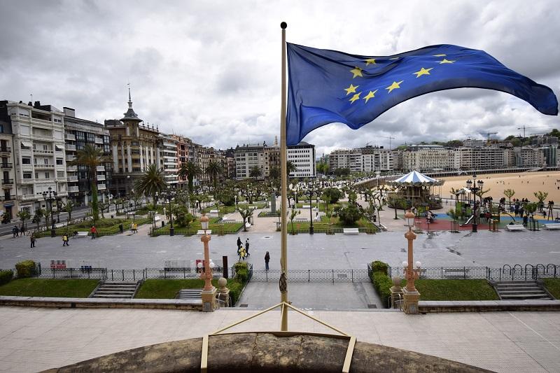 Archivo. La bandera europea izada en el Ayuntamiento de Donostia. Foto: Ayuntamiento de Donostia