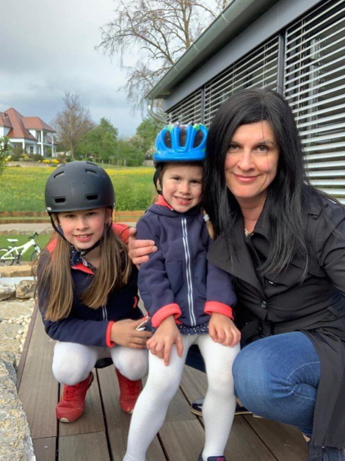Daniela con sus dos hijas. Foto: DonostiTik
