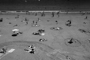 DSCF2990 300x200 - Círculos en la arena del verano donostiarra