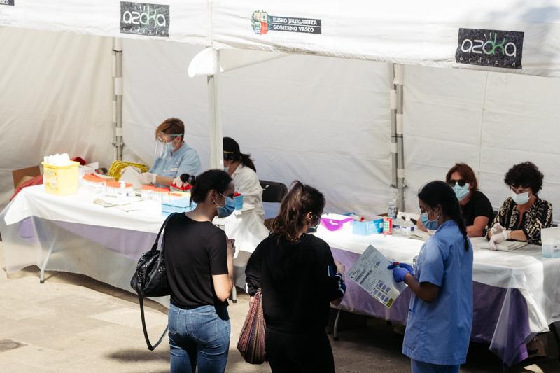 Carpas de PCR en Ordizia todavía presentes hoy. Foto: Santiago Farizano