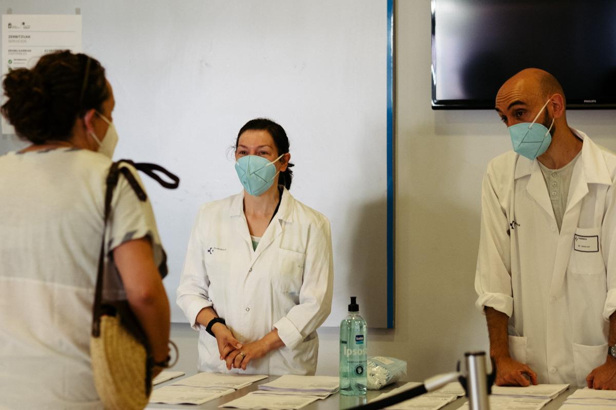 Pruebas PCR en la casa de cultura de Okendo el 7 de agosto. Foto: Santiago Farizano