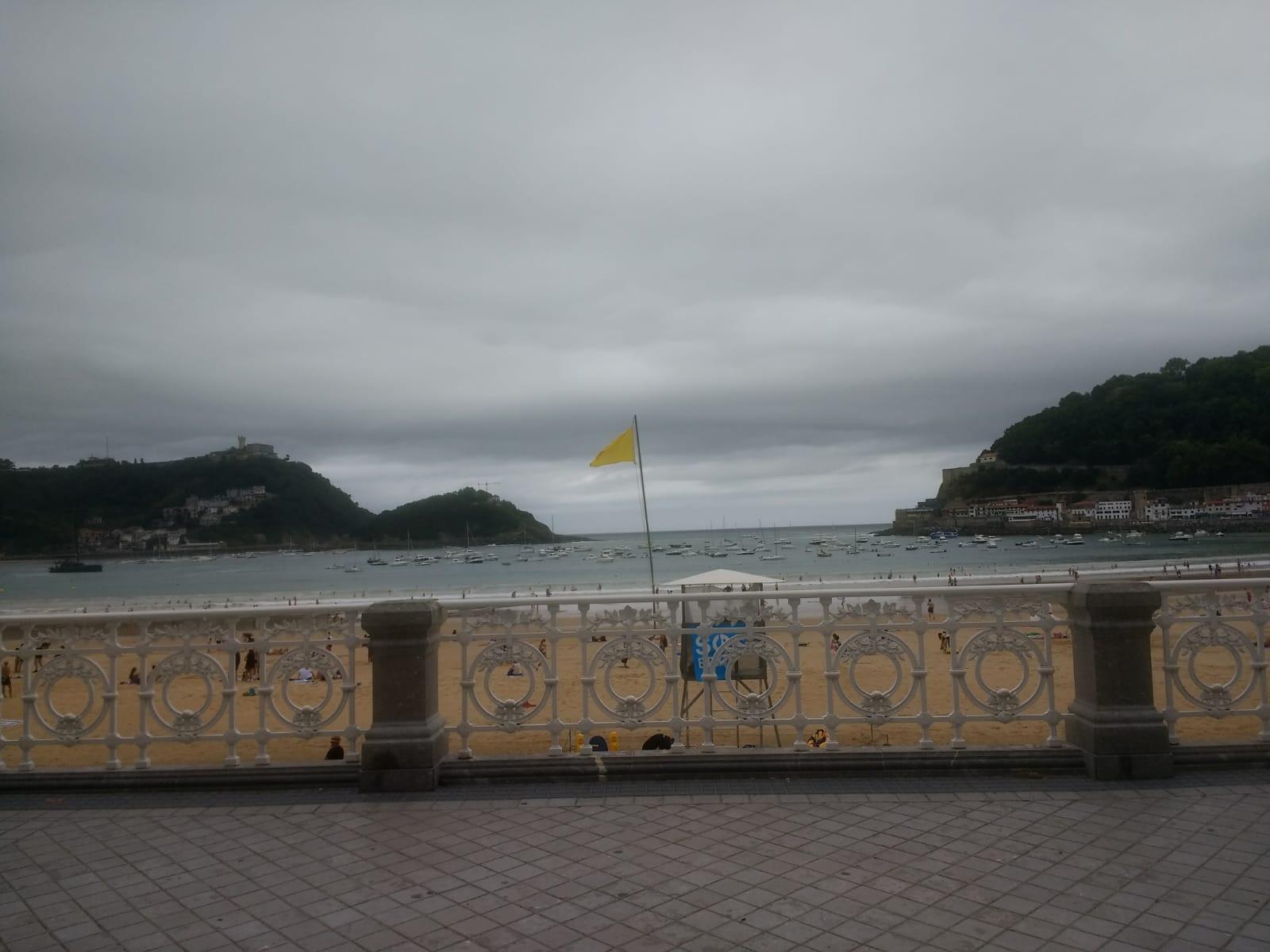 Hoy viernes bandera amarilla en la Concha. Foto: Antonio Alonso