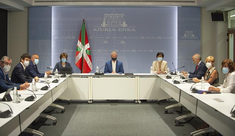 Archivo. Urkullu presidiendo una la reunión del Consejo asesor que le asiste como director único del Plan de Protección Civil de Euskadi (LABI). Foto: Gobierno vasco