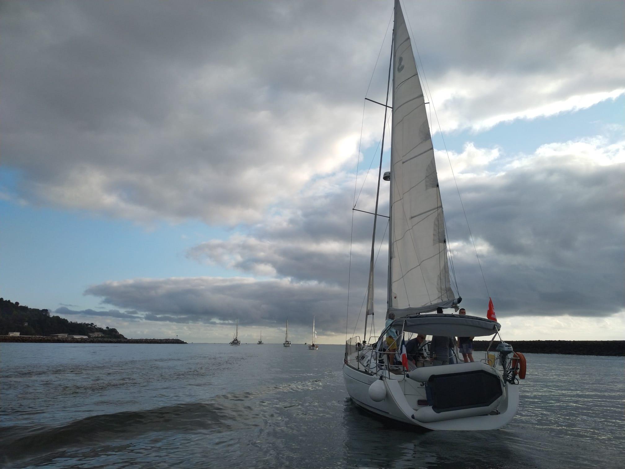 Salida de la flotilla esta mañana desde el puerto de Hondarribia. Foto: Sail the Way