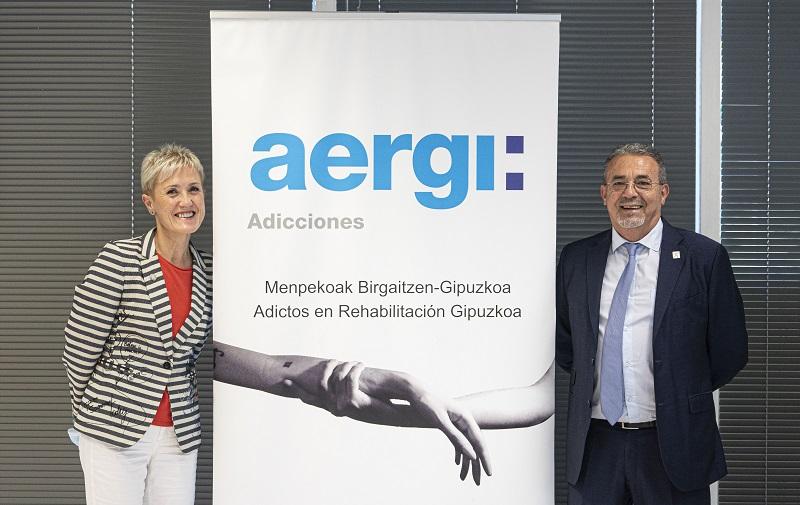 Pilar Lekuona, presidenta del COEGI y Josean Fernández, presidente de AERGI. Foto: Colegio Oficial de Enfermería