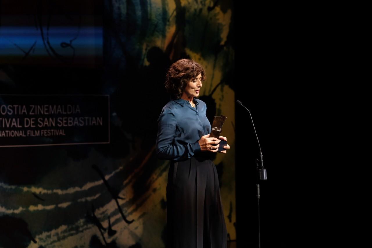 Sara Bilbatuau recibió ayer el Premio Zinemira en la Gala del cine vasco. Foto: Santiago Farizano