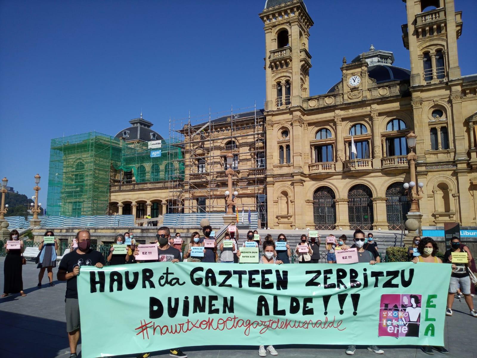 Haurtxokos y gaztelekus representados ayer en el Ayuntamiento. Foto: Ela