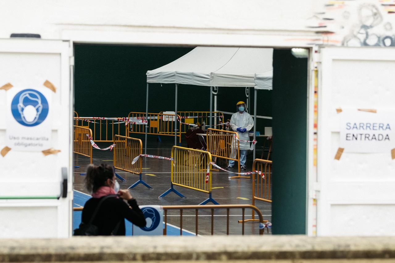 Pruebas PCR en el frontón de Tolosa el pasado mes de julio. Foto: Santiago Farizano