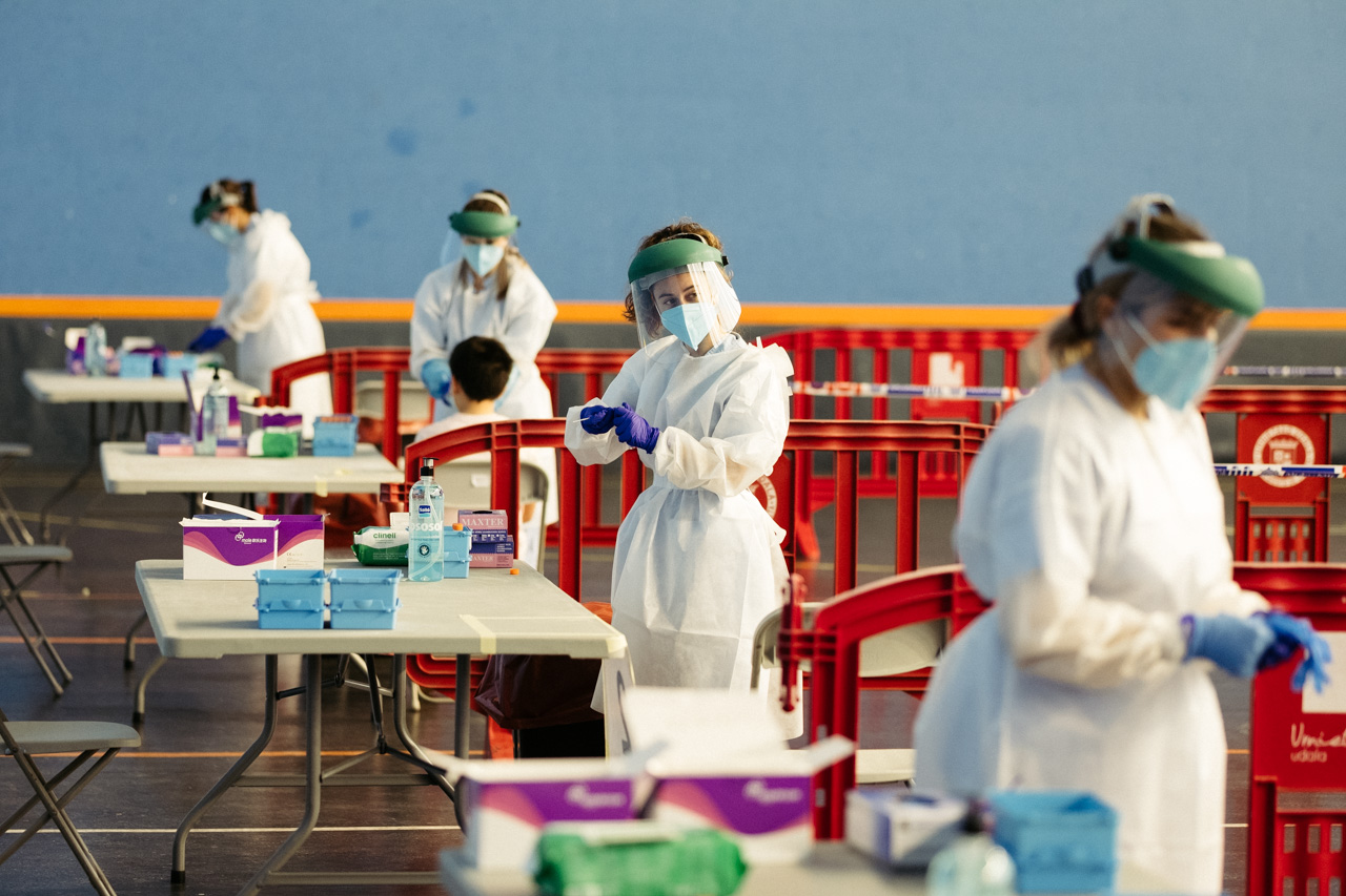 PCRs ayer en Urnieta. Foto: Santiago Farizano