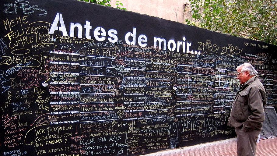 Uno de los 5.000 muros dedicados a la muerte que hay en 78 países. Foto: Ayto.