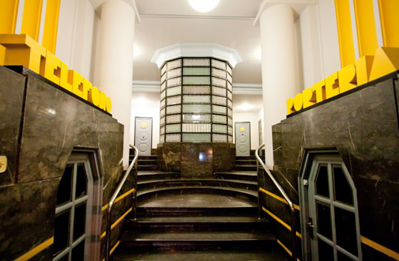 El portal de Plaza Lapurdi 1 cuya reforma es ilegal según Áncora. Foto: Áncora