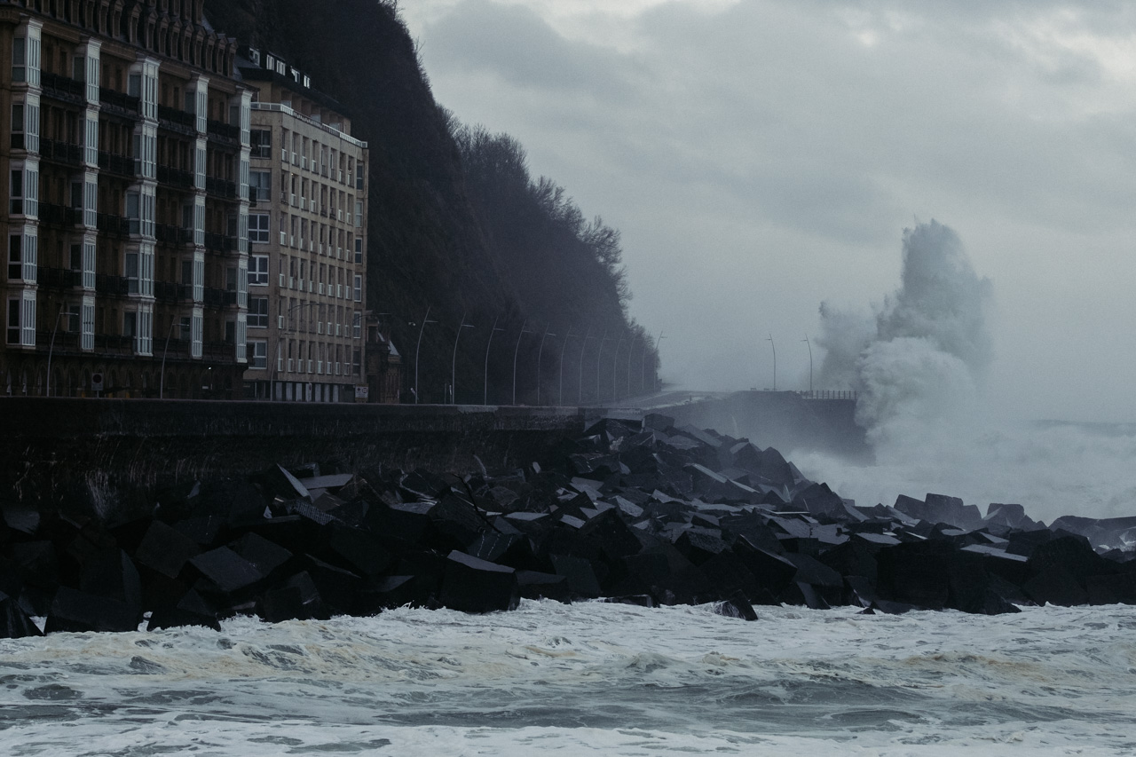 DSCF6186 - Donostia se divierte con las olas de Bella
