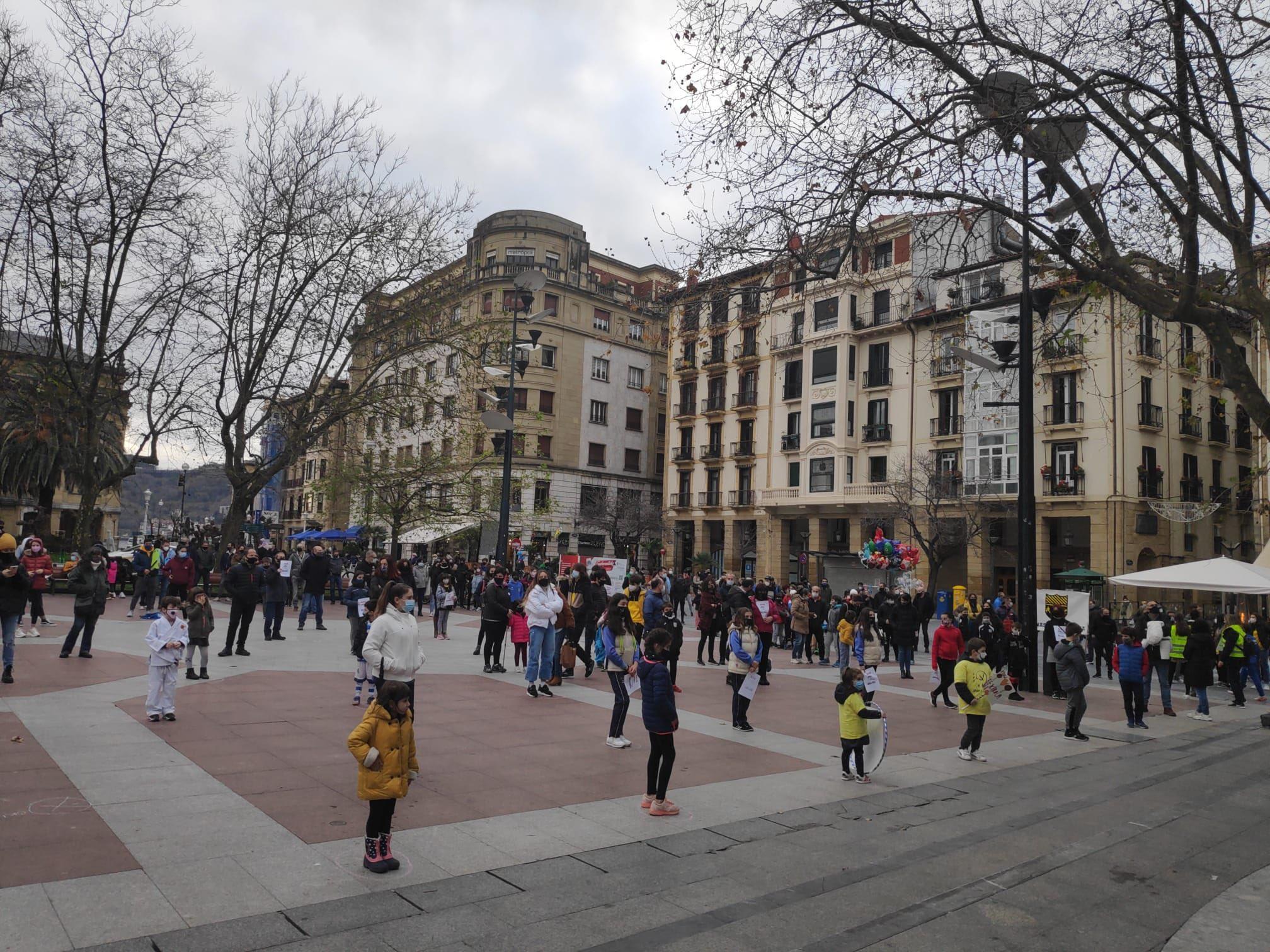 Concentración esta tarde en Donostia. Foto: SOS Eskola Kirola
