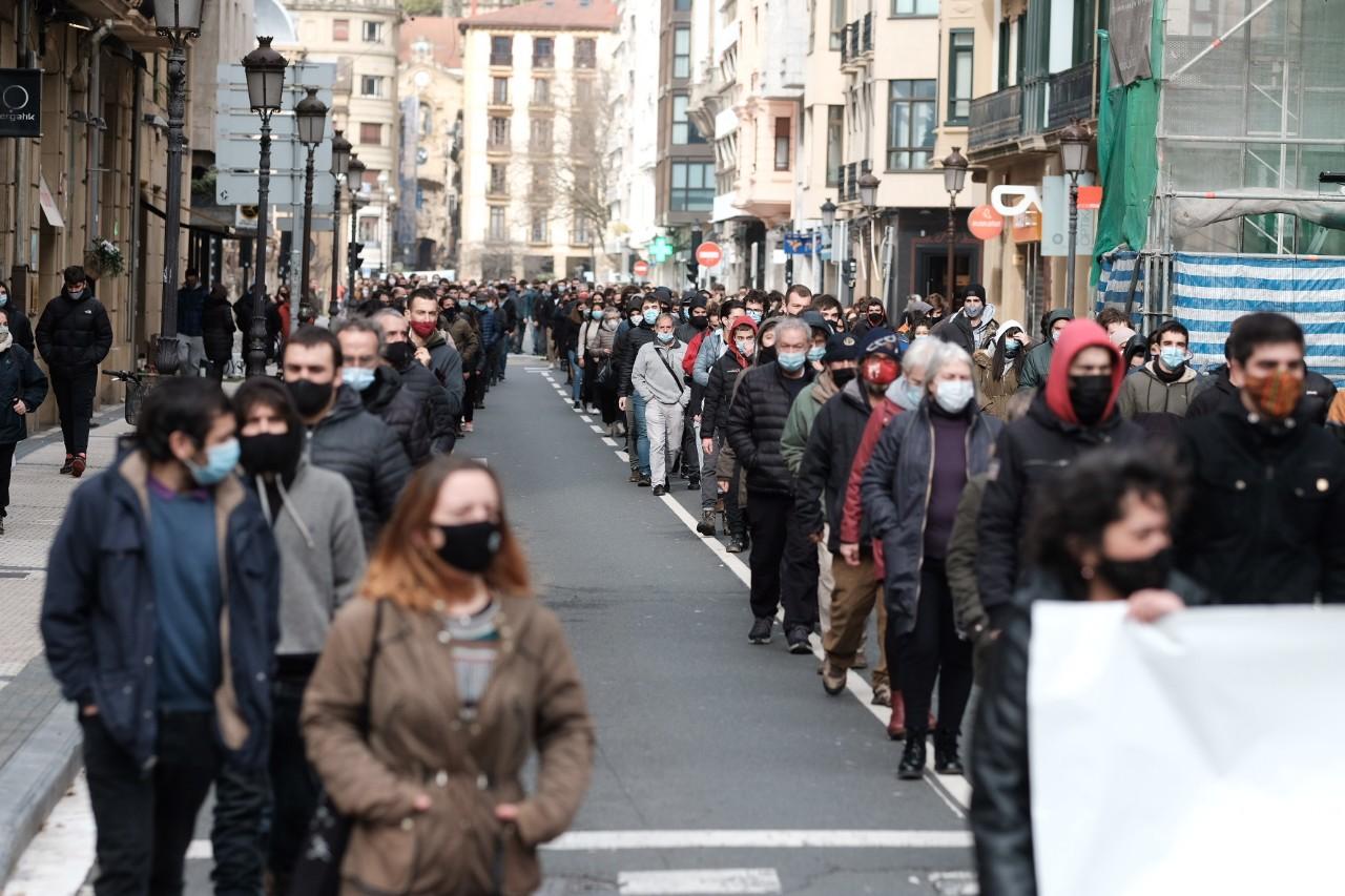 2021 0123 12234600 copy 1280x853 - Cerca de 2.000 personas en la manifestación contra las actuaciones policiales en la Parte Vieja