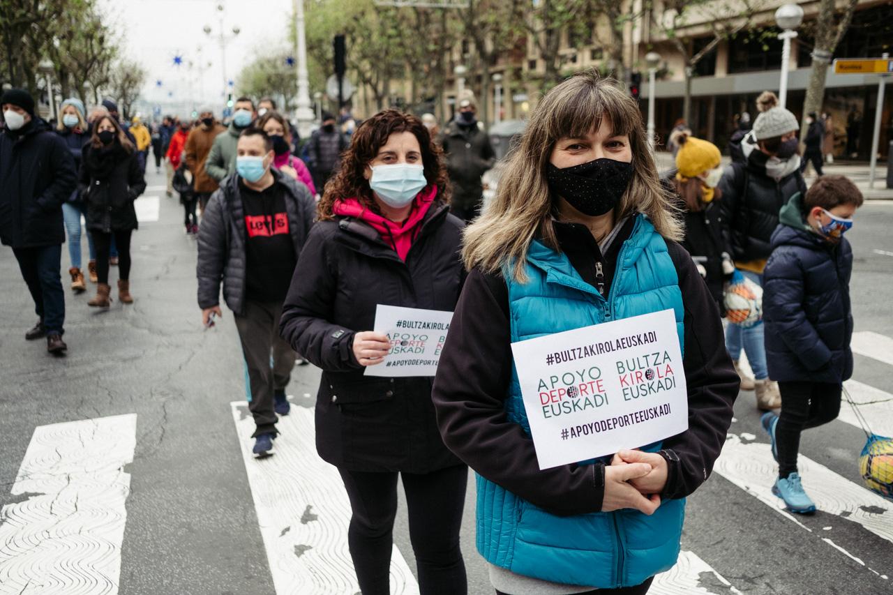 Manifestación en Donostia este sábado para reivindicar la vuelta del deporte escolar. Foto: Santiago Farizano