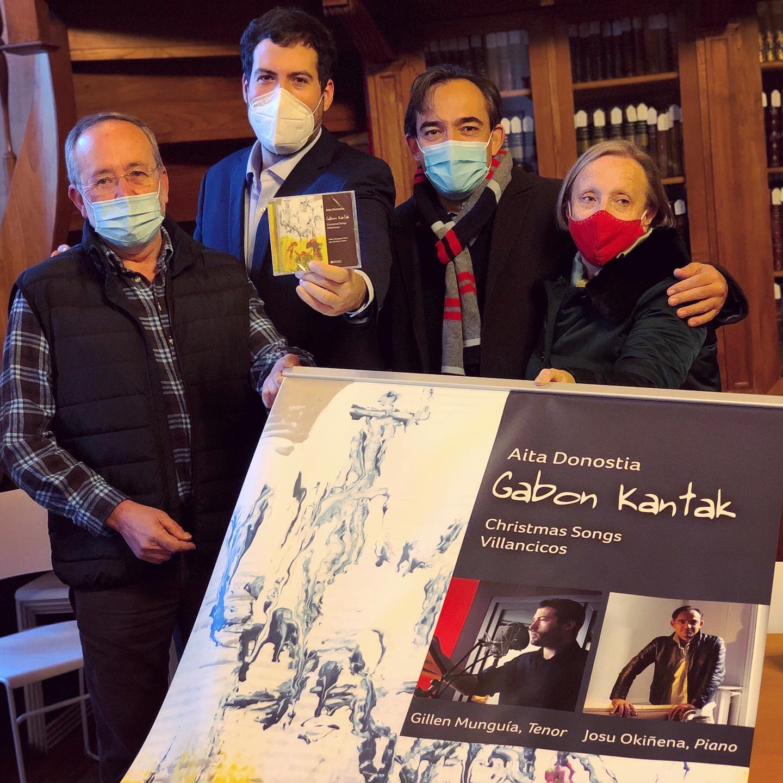 Durante la presentación de la obra esta misma semana. Foto: Azurki
