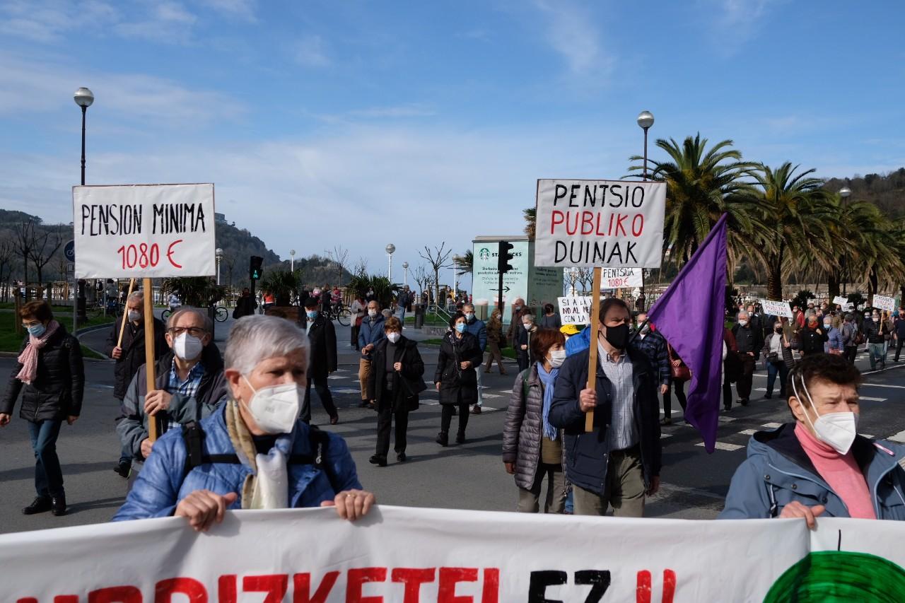 2021 0213 12095000 copy 1280x853 - Los pensionistas vuelven a tomar las calles en Donostia