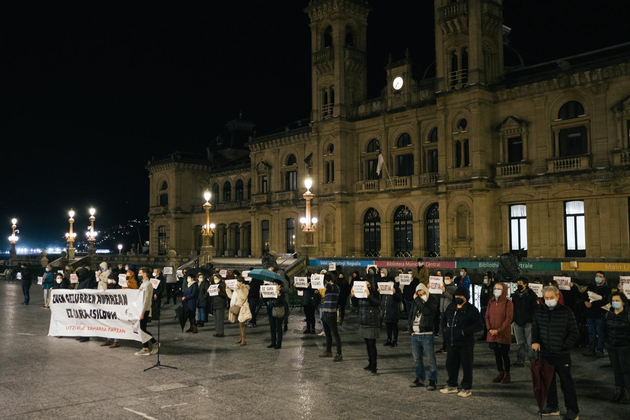 """DSCF4889 - Vecinos de la Parte Vieja se manifiestan contra """"la manipulación y las mentiras"""""""