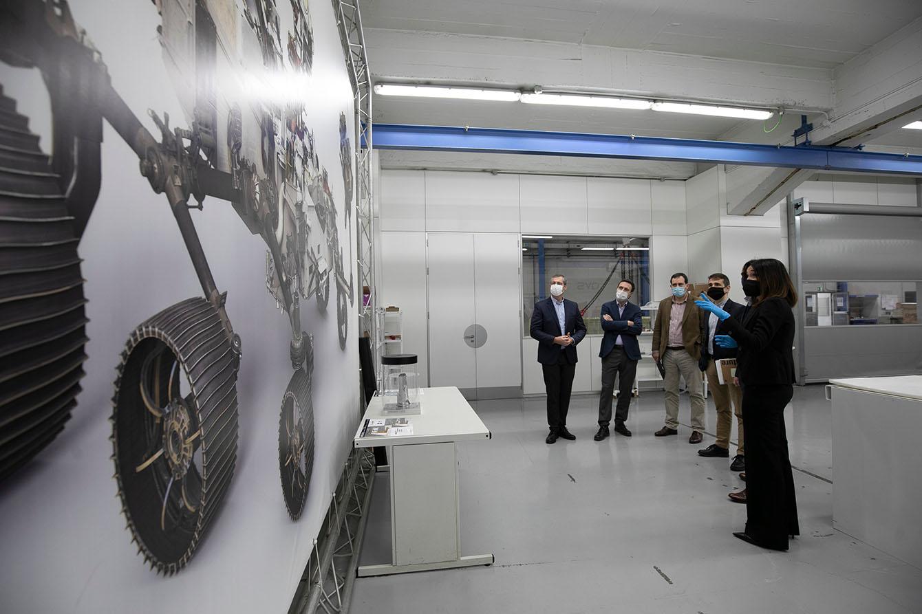 Reciente visita oficial de responsables de la Diputación a la empresa de Elgoibar. Foto: Diputación