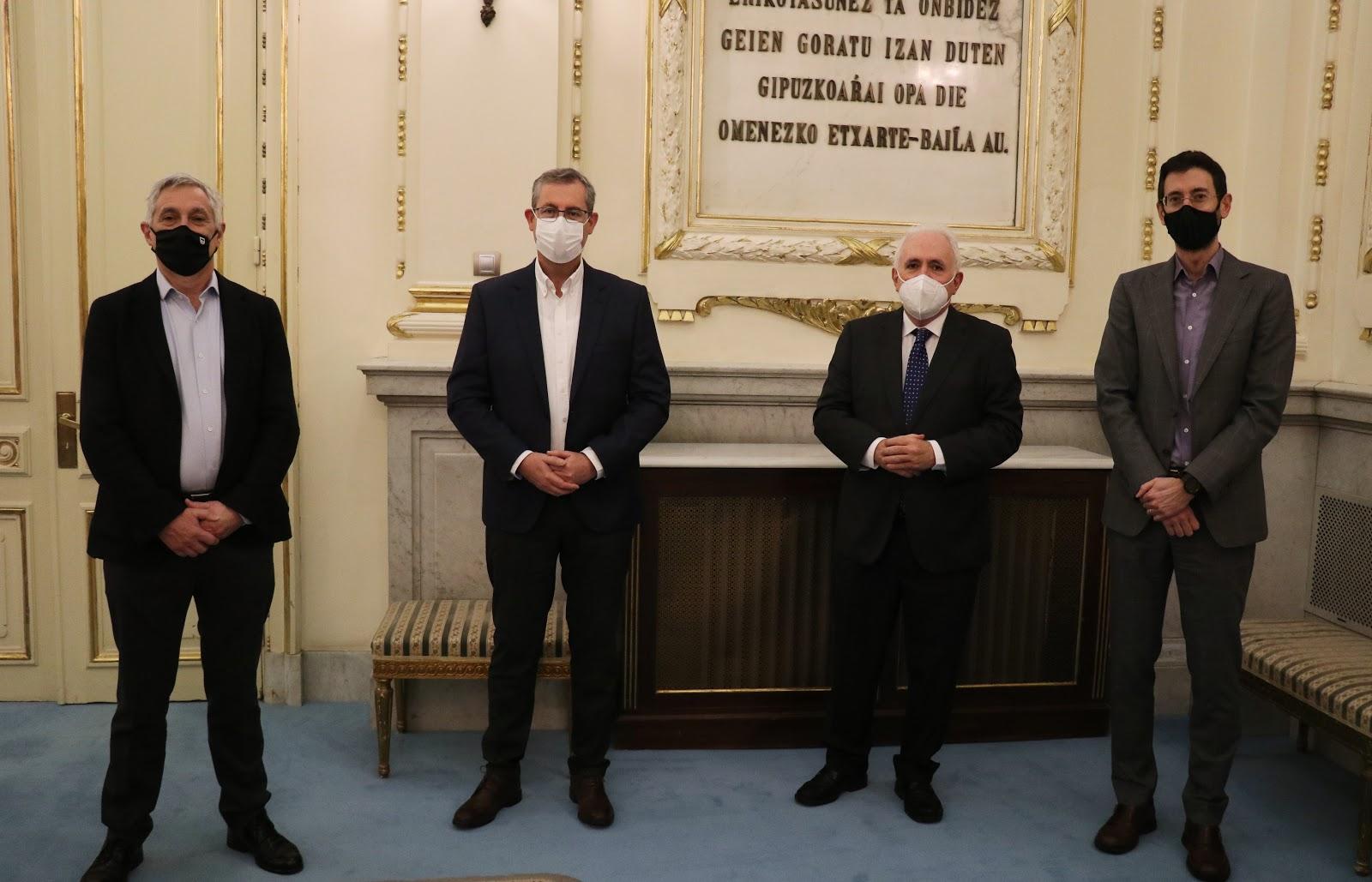 De izquierda a derecha: Sebas Zurutuza, Markel Olano, José Mª Guibert y Xabier Riezu. Foto Deusto