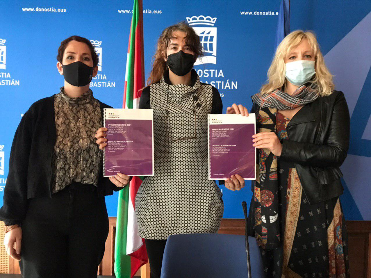 Las tres concejalas de Elkarrekin Donostia. Foto. Ayto.