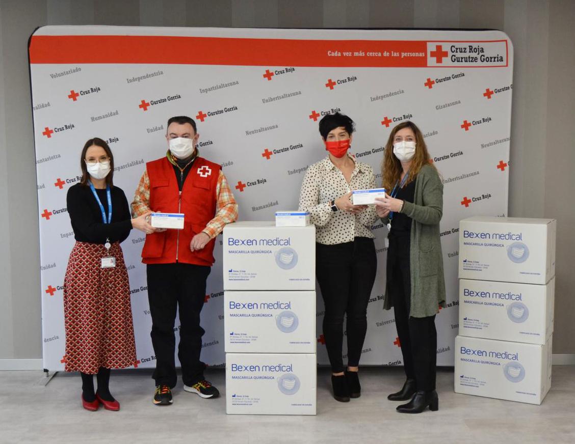 Acto de entrega de las mascarillas. Foto: Cruz Roja